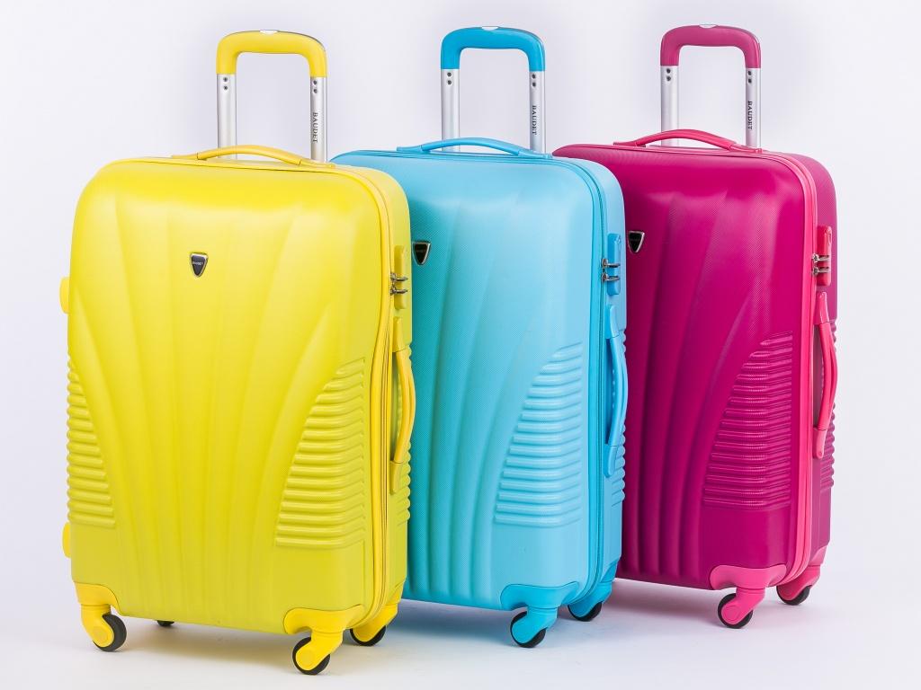 Распродажа чемоданов   Купить чемодан со скидкой c4d3e4fe36e
